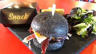 La Pata Negra à Béziers propose le burger ibérique dans son restaurant, épicerie fine et libre-service dans la galerie marchande du centre commercial Leclerc de la ZAC de Montimaran