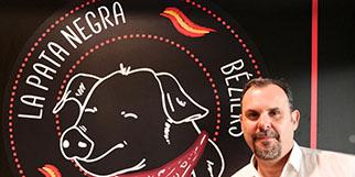 La Pata Negra de Béziers qui est un restaurant et épicerie fine est gérée par M. Marcel Ufarte.(® la pata negra)