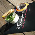 Le restaurant le Terminus à Cruzy propose sa recette de l'oeuf cocotte aux cèpes et mougnette de foie gras.