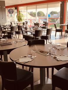 Côté Vestiaire Béziers est un restaurant-brasserie au stade Raoul Barrière qui propose une cuisine fait maison avec des produits frais. (® côté vestiaire)