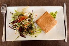 Côté Vestiaire Béziers est une brasserie dans le stade de Rugby  avec une cuisine fait maison
