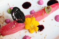 L'Orangerie Béziers est un restaurant fait maison avec des produits frais. Ici, une entrée fraîche autour du saumon mariné (® SAAM-fabrice Chort)