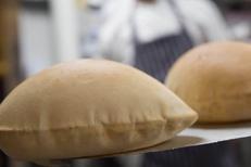 La Fourchette Libanaise Agde propose une cuisine libanaise. Ici une pain pita (® la fourchette libanaise)