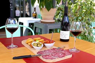 Le Petit Plaisir à Lamalou-les-Bains est un restaurant, épicerie fine et caviste. (® SAAM fabrice CHORT)