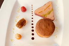 Restaurant Valros L'Asparagus qui propose une carte traditionnelle avec une cuisine fait maison. Ici un superbe foie gras marbré